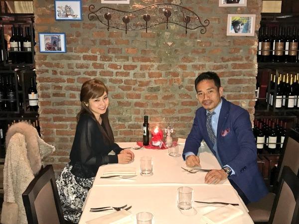 【長友&愛梨】ブログにツーショット写真を掲載!「妻とディナーに行きました」