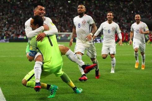 【コンフェデ杯】GKブラボがPK戦で驚異の3連続セーブ!チリがポルトガル破り決勝進出