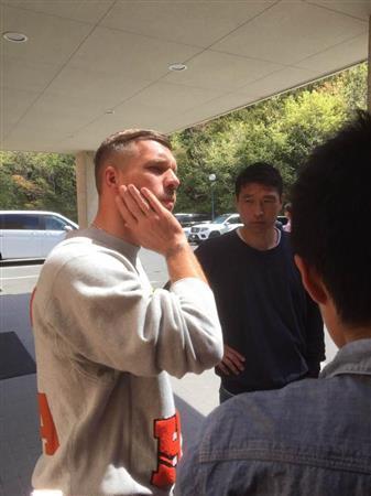 神戸・ポドルスキ、突然の監督交代に「うまくいかなかった」