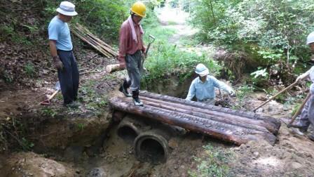 P1010888丸木橋復旧