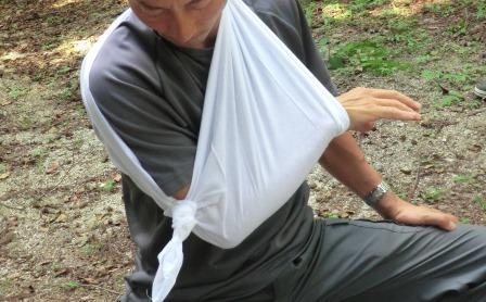 CIMG7147三角巾の腕吊