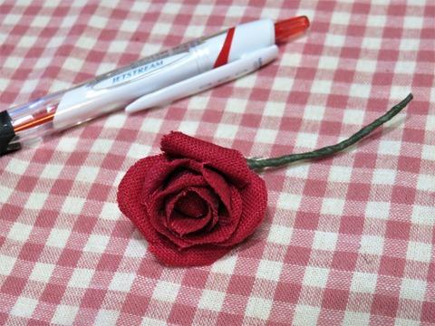 小さな布のバラ