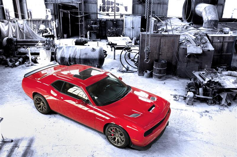 Dodge-Challenger-SRT_Hellcat-03-800