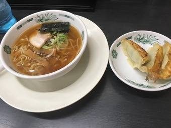 「熱烈中華食堂 日高屋」(秋葉原中央通店/半ラーメン&餃子)