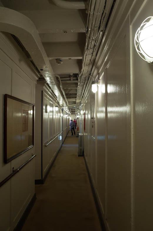 氷川丸の船内の廊下