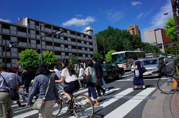 GRで、都会の朝の青空を撮る