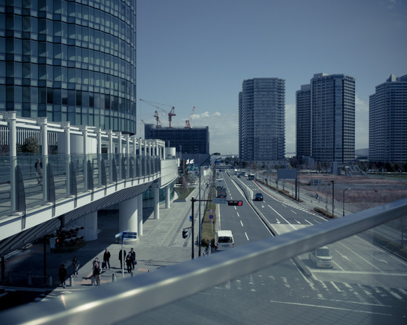 歩道橋の上からの眺め