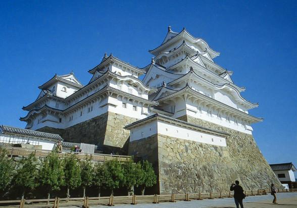 広角で姫路城