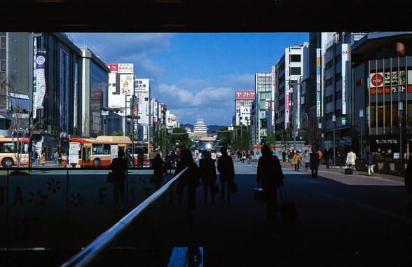駅から姫路城が見える