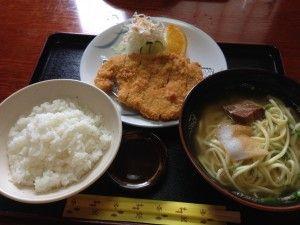 宮古島で昼飯に困ったときはボリューム満点の金吾にイキナ!