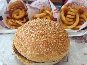 ハンバーガーとポテトとルートビア−A&W