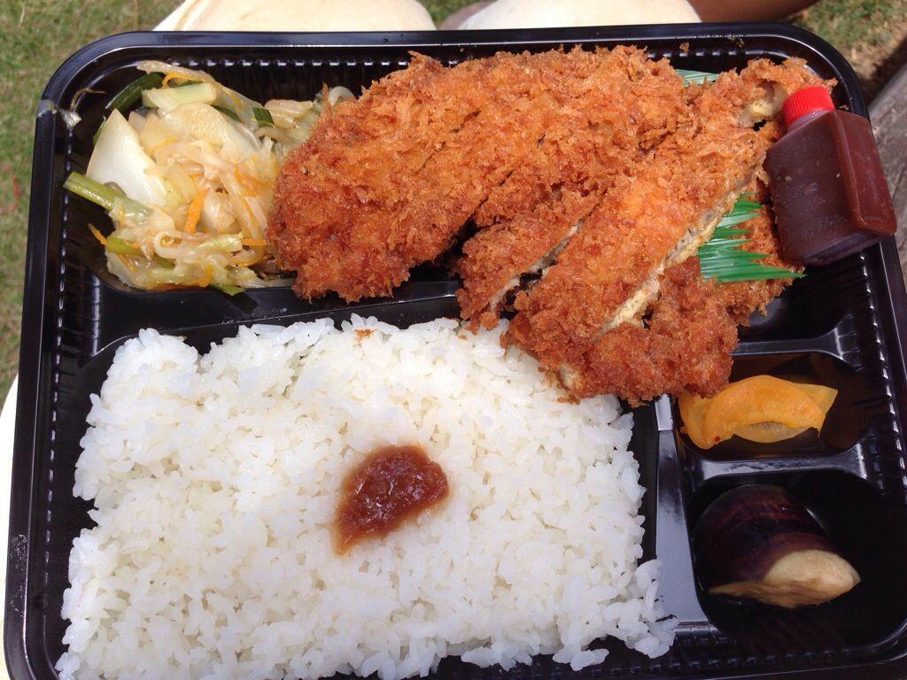 上野にある、ひまわり弁当のとんかつ弁当がハンパなかった。