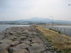 堤防と普賢岳