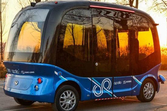 【悲報】中国 百度、ハンドルも無い「レベル4」の自動運転バス実用化してしまうwwww