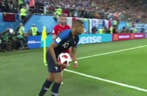 【サッカーW杯ベルギー戦】フランス代表エムバペ選手の「遅延行為」が最低すぎると批判殺到!!「時間稼ぎクソ」「2代目ネイマール」の声も・・・・・