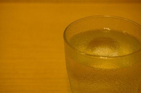 水にレモンの輪切りを入れて風味をつけてしまうラーメン屋さんwww