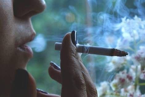 何で喫煙者がここまで虐げられなきゃいけないのか・・・・・