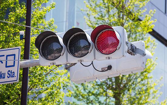 高齢者は若者より赤信号にイライラすることが発覚wwwww