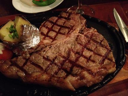 Tボーンステーキ