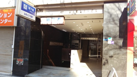上本町ビル入り口