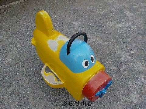 児童公園にある飛行機の遊具