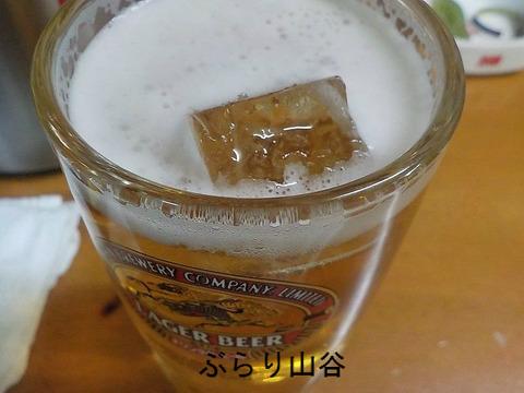 ビールに氷を入れて飲む