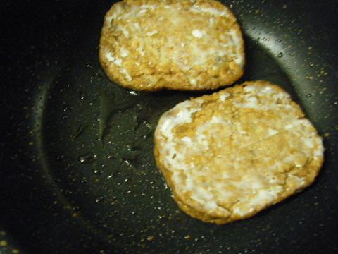 マルシンハンバーグをよく焼く