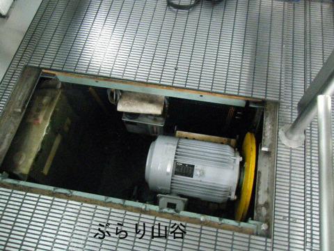 エスカレーターの点検修理作業
