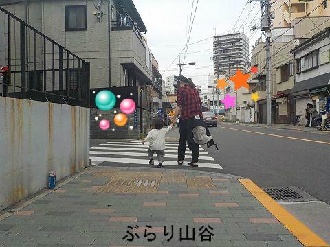 ドヤ街と小さな子供