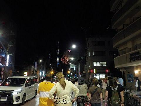 山谷から隅田川花火大会を見る