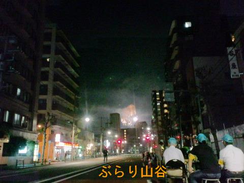 山谷ドヤ街から見る花火大会