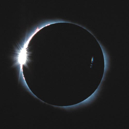 皆既日食 ★皆既日食とは月が太陽を覆い隠すことによって生じ、地球と月、太陽が1直線... 月時館