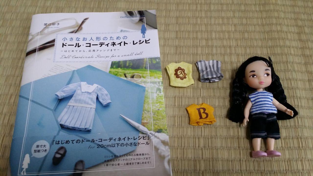 「小さなお人形のためのドール・コーディネイト・レシピ 関口妙子」から、簡単Tシャツ4枚を縫って、簡単パンツに入ったところです。