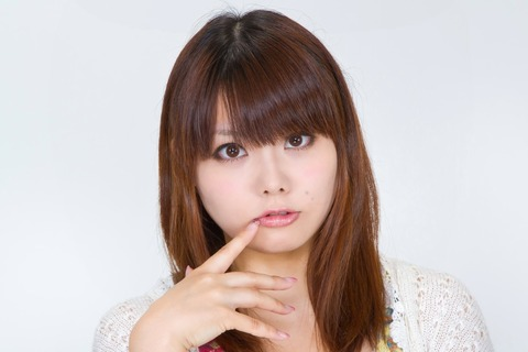 N112_kuchibiruwomottekuru.jpg