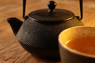4117994751-teapot-516024_1920-Z60J-320x213-MM-100