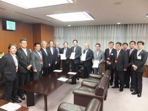 北海道・東北六県議会会長としてILC合同要望に参加