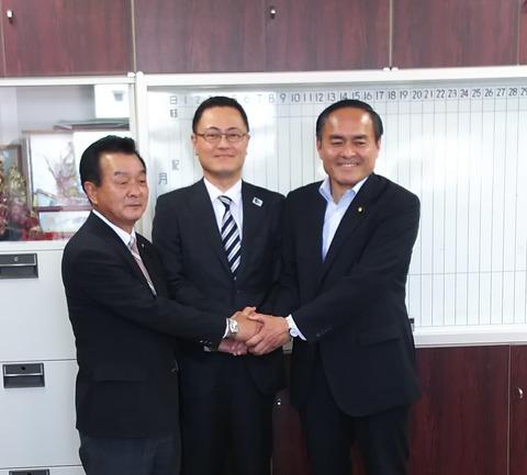 記者会見で知事積極参戦、 吉田社民党党首と面談