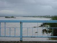 河川敷まで水につかった神通川