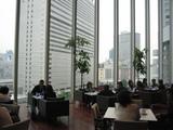 ガラス張りのThe Grand Cafeはセレブな空間