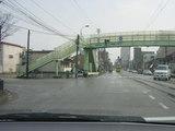 歩道橋の横は空き地になっている