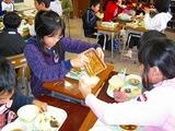 納豆を食べる