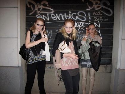 Versace F/W 2009 - backstage / street