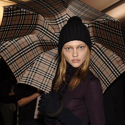 Burberry Prorsum F/W 2006 - backstage