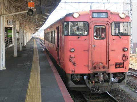 山陰線 山口地区で日中に減便。 小串~下関駅間は50~80分間隔に。小串駅で1時間近く停車する列車も。 (2021年春のダイヤ改正)