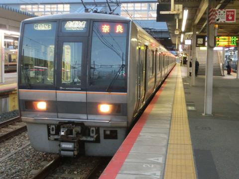 【もうすぐ見納め】 尼崎駅で直通快速 おおさか東線経由 奈良行きの表示を撮る (2018年12月)