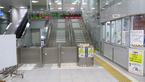 【有人改札】 防府駅の改札口を撮る。利用客が多いのにICカードは利用不可。 (2021年9月)