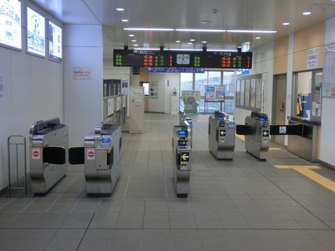 松任駅 自動改札化後の改札口を撮る(2018年1月)