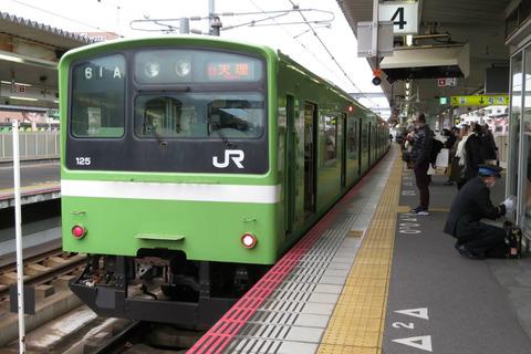 【レア】 奈良駅で 普通 「天理行き」 を撮る (発車標&221系・201系) 【2020年1月】