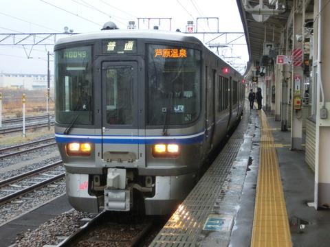 敦賀駅で 北陸線・小浜線の普通列車(521系・125系)を撮る