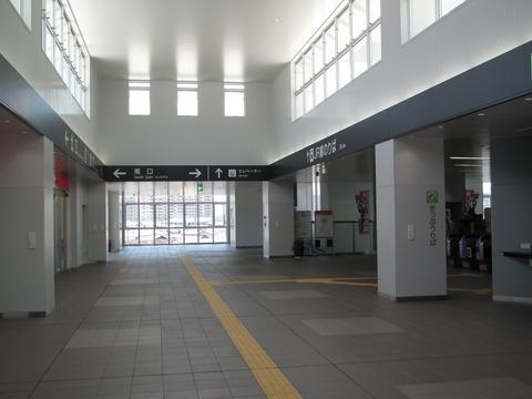 JR八尾駅の新駅舎が使用開始! コンコース・改札口・自由通路の様子 (2013年7月)